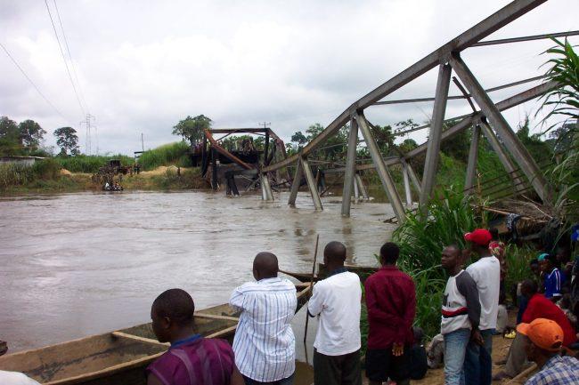 pont sur le Mungo détruit à la suite d'un accident