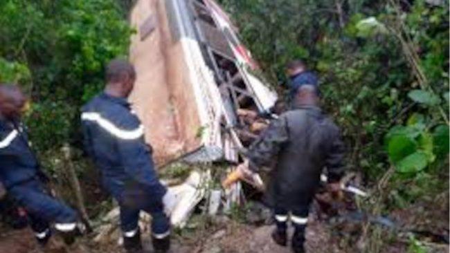 accident de bus de la compagnie avenir voyages sur l'axe foumban-bagangté